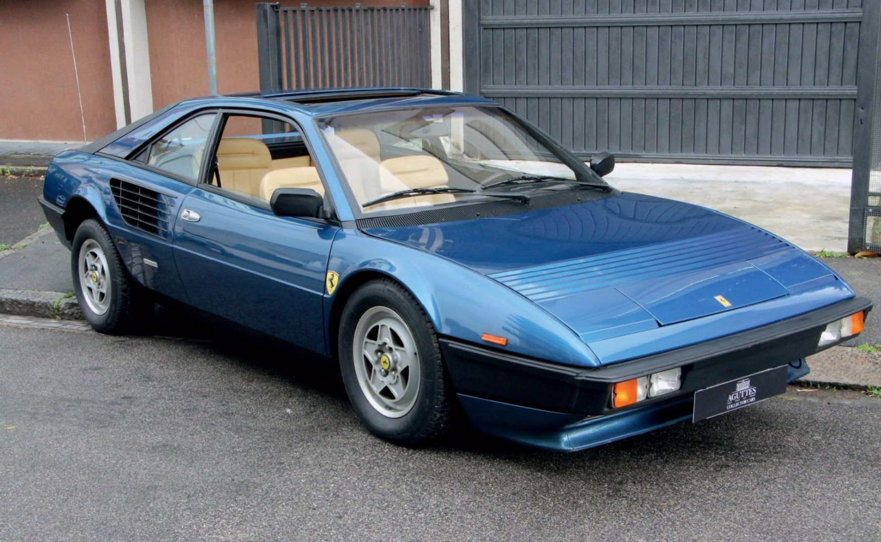 photo ferrari mondial quattrovalvole coup 1983. Black Bedroom Furniture Sets. Home Design Ideas