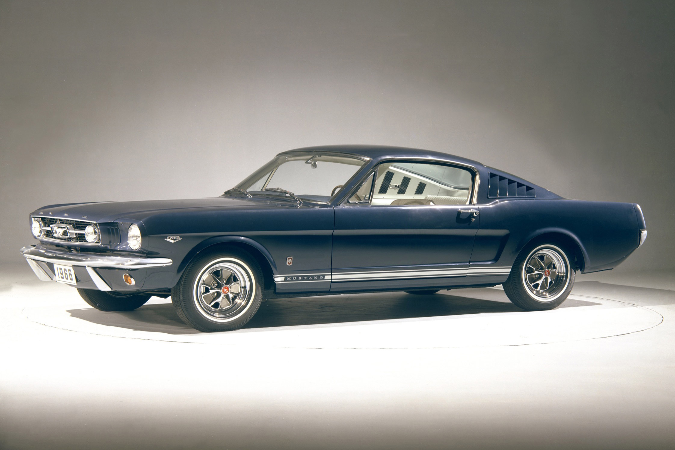 ford mustang gt ann e mod le 1965 ford mustang retour. Black Bedroom Furniture Sets. Home Design Ideas
