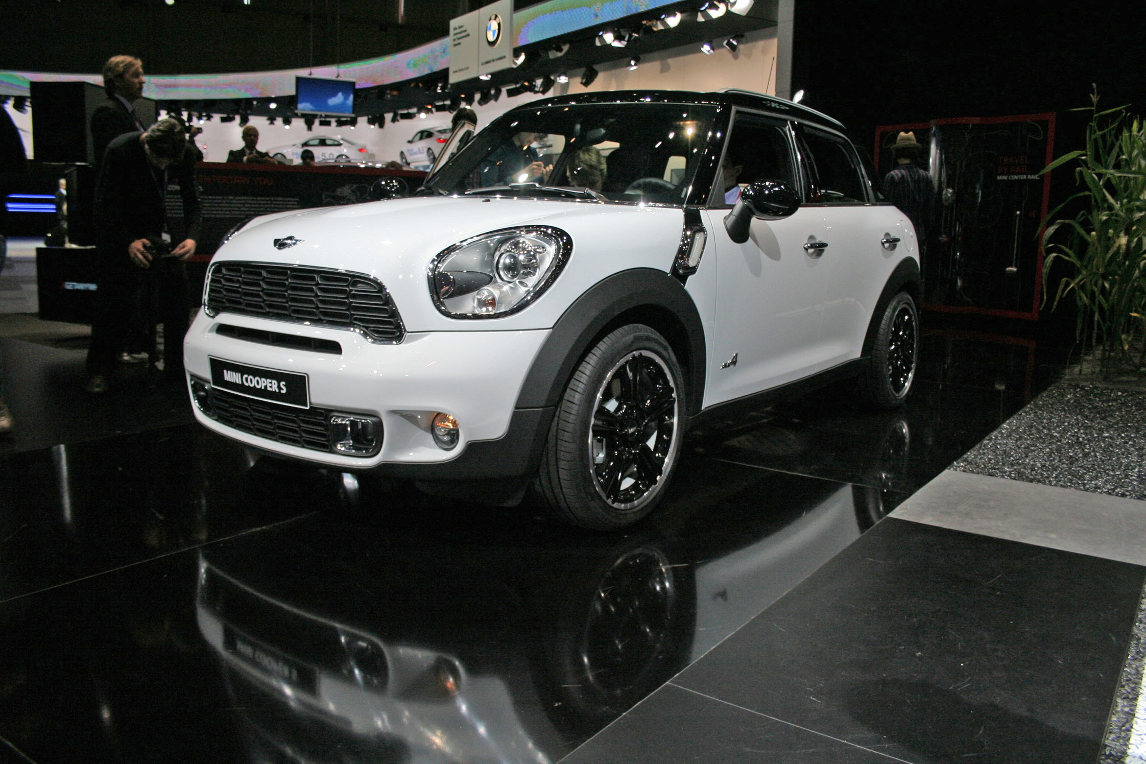 mini countryman concept autos post. Black Bedroom Furniture Sets. Home Design Ideas