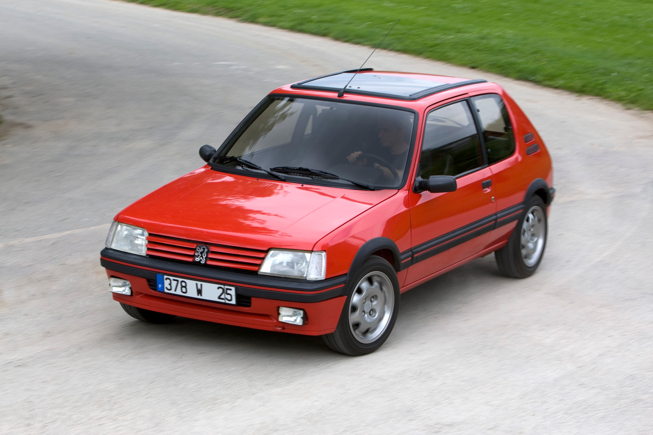 photo peugeot 205 gti 1 6 105 berline 1984 m diatheque. Black Bedroom Furniture Sets. Home Design Ideas