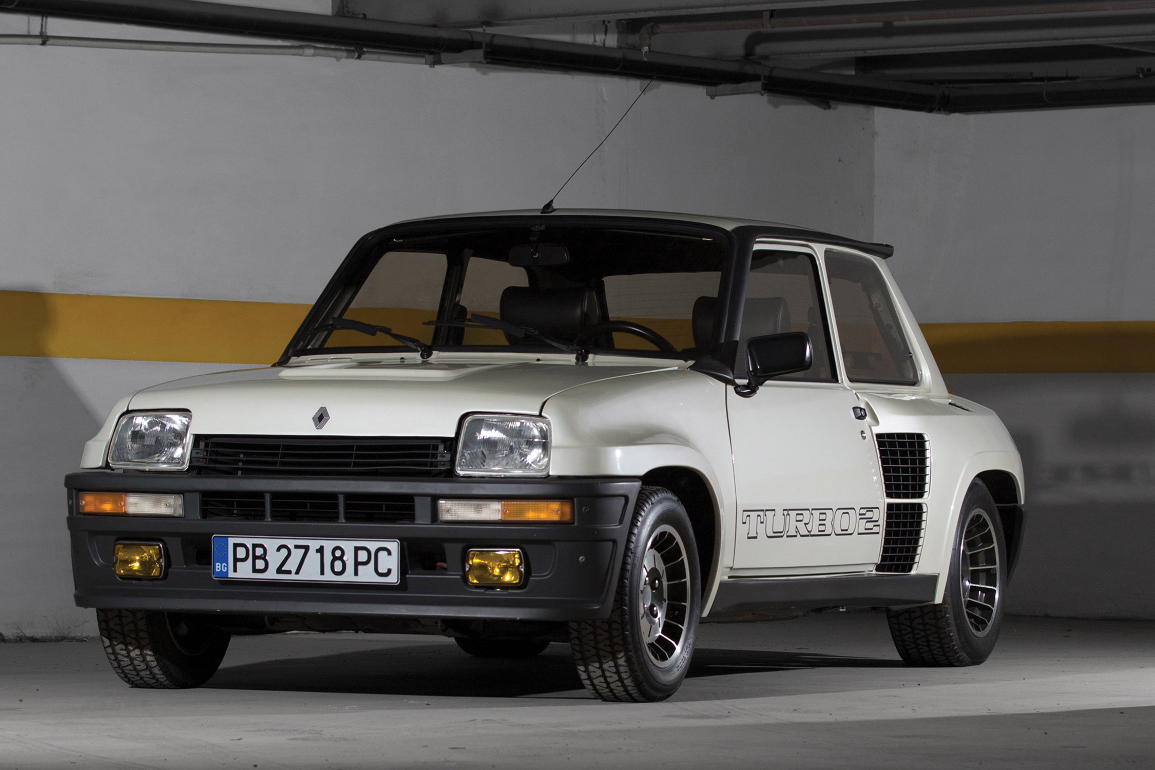 photo renault r5 turbo2 1 4 coup 1983 m diatheque. Black Bedroom Furniture Sets. Home Design Ideas