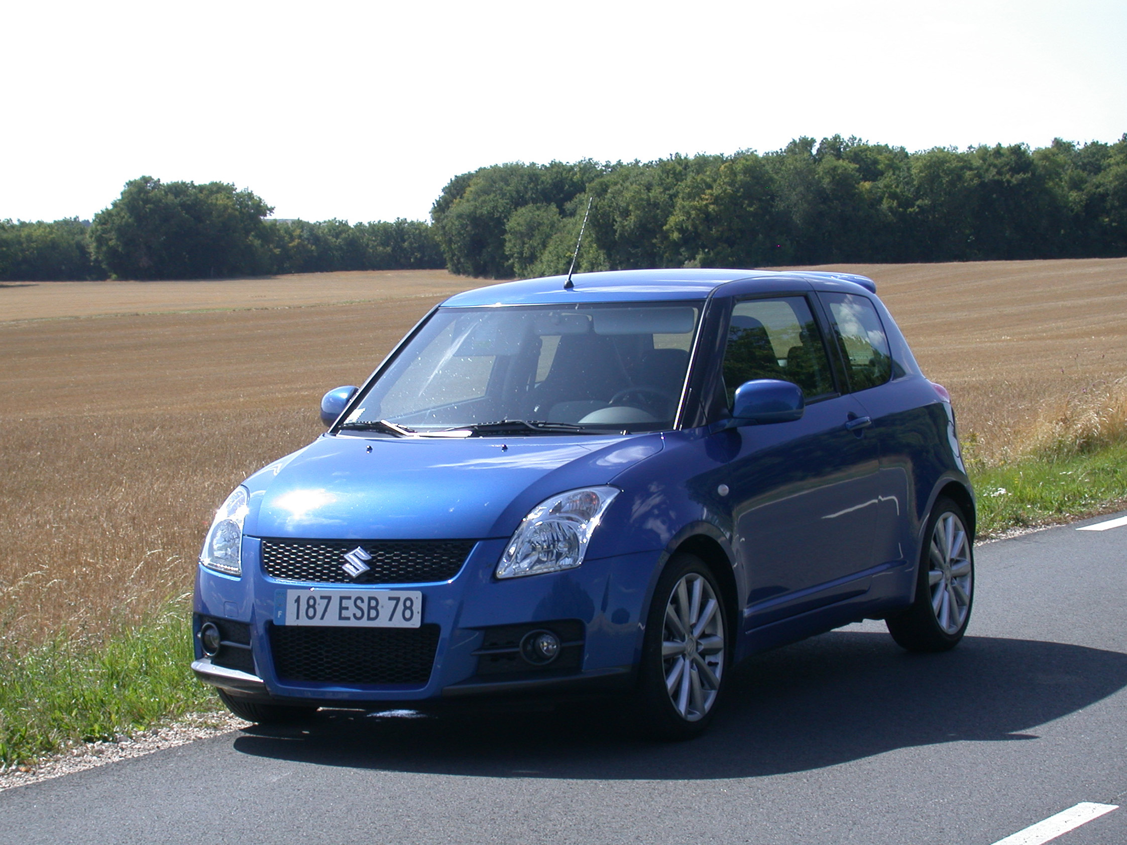 photo suzuki swift ii 1 6 vvt 125ch sport berline 2009 m diatheque. Black Bedroom Furniture Sets. Home Design Ideas