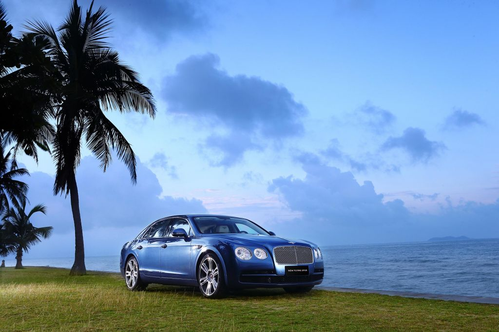 BENTLEY FLYING SPUR (I) V8 berline 2015