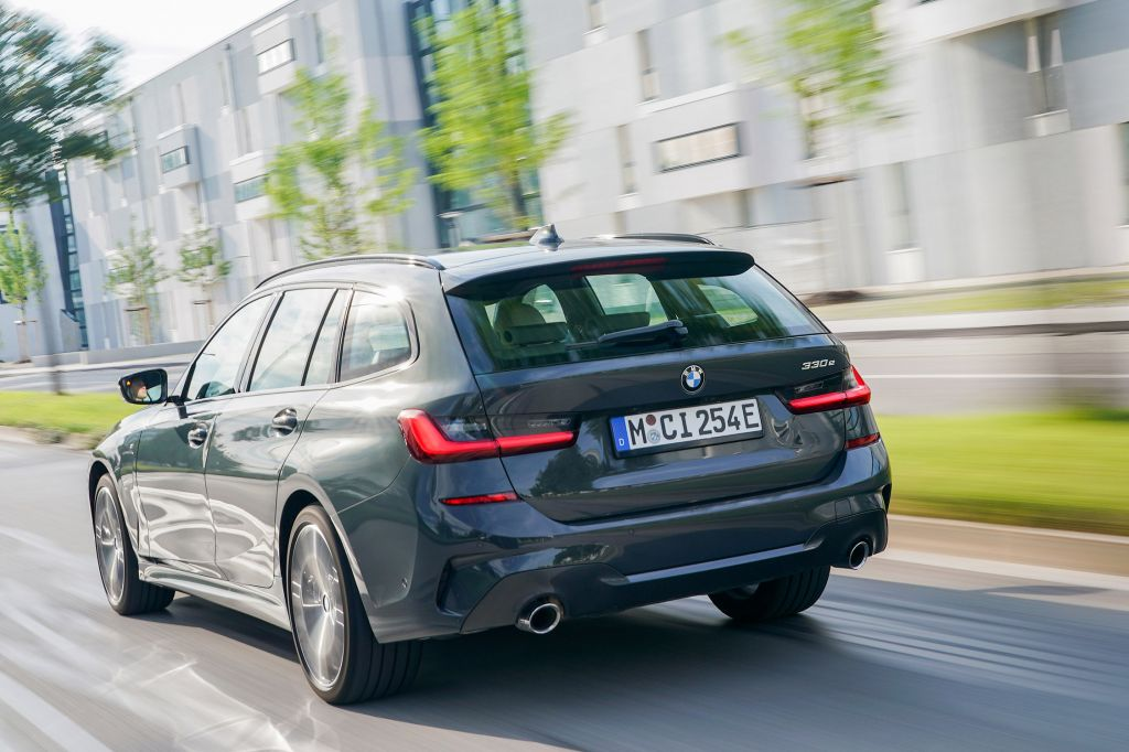 BMW 330e Touring : 61 km.