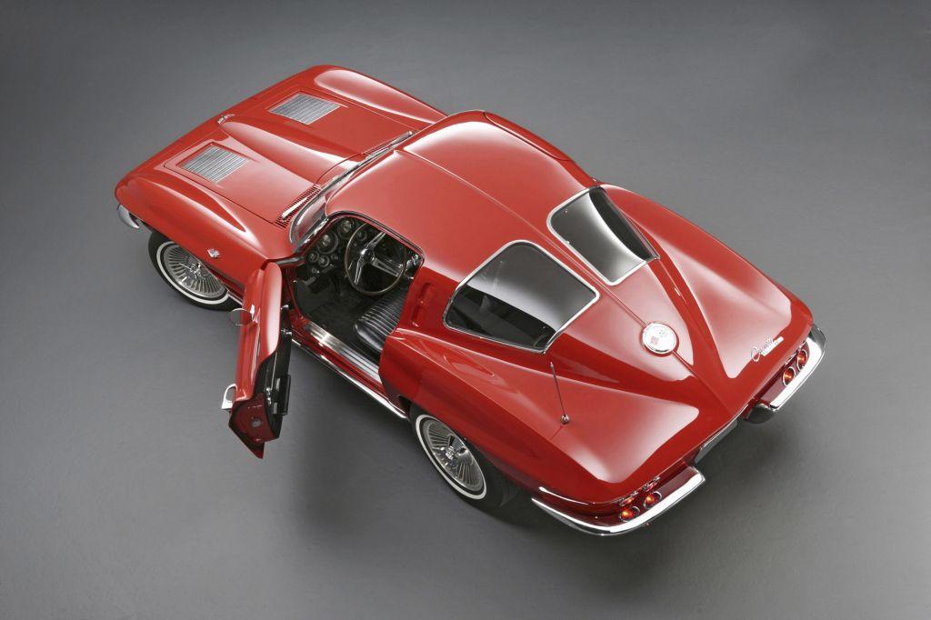 corvette sting ray 1963 chevrolet corvette les 60 ans d 39 un mythe diaporama photo. Black Bedroom Furniture Sets. Home Design Ideas