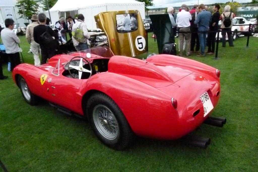 http://photo-voiture.motorlegend.com/high/ferrari-250-testa-rossa-3-0l-300ch-72204.jpg