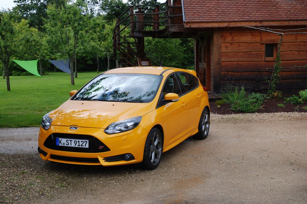 focus st 250 albums photos essai ford focus st 250 ch. Black Bedroom Furniture Sets. Home Design Ideas