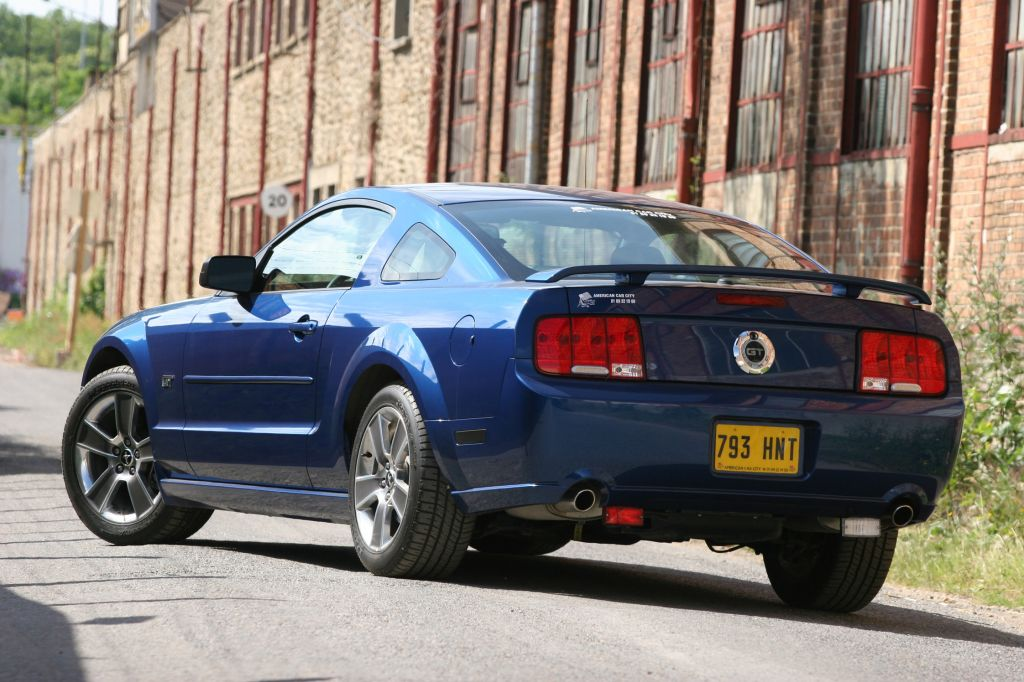 FORD MUSTANG V (2005-14) (Serie 1) GT coupé 2004