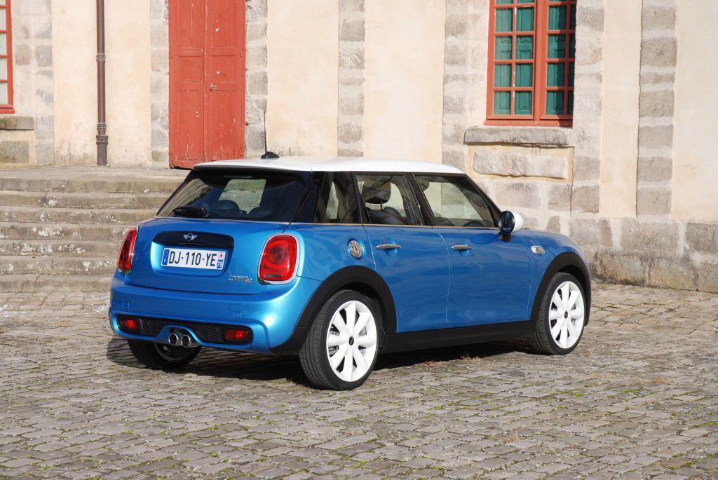 Photo mini 5 portes f55 cooper s berline 2014 for Mini cooper 5 portes