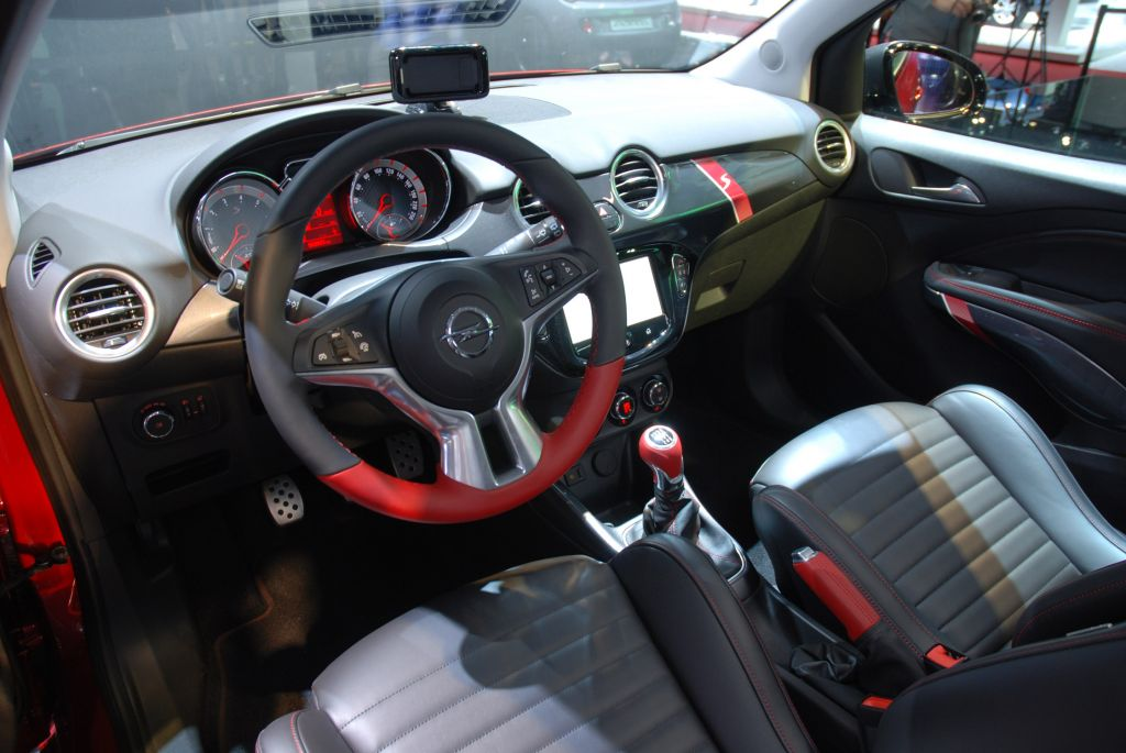 photo opel adam s 1 4 150 ch salon de gen ve 2014 m diatheque. Black Bedroom Furniture Sets. Home Design Ideas