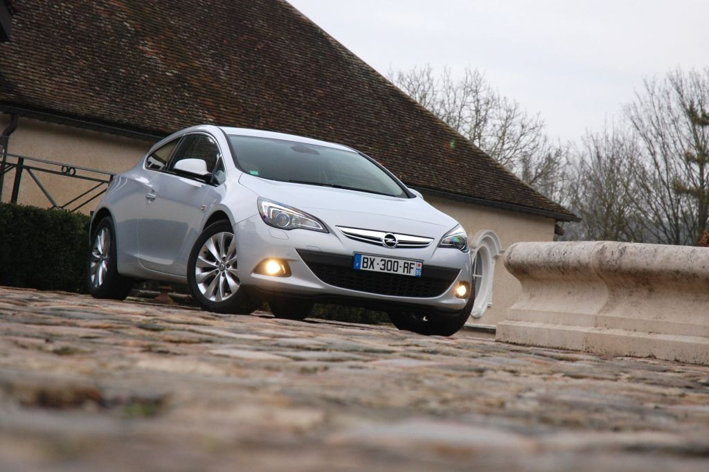 photo opel astra j gtc 1 6 turbo 180 ch berline 2011 m diatheque. Black Bedroom Furniture Sets. Home Design Ideas