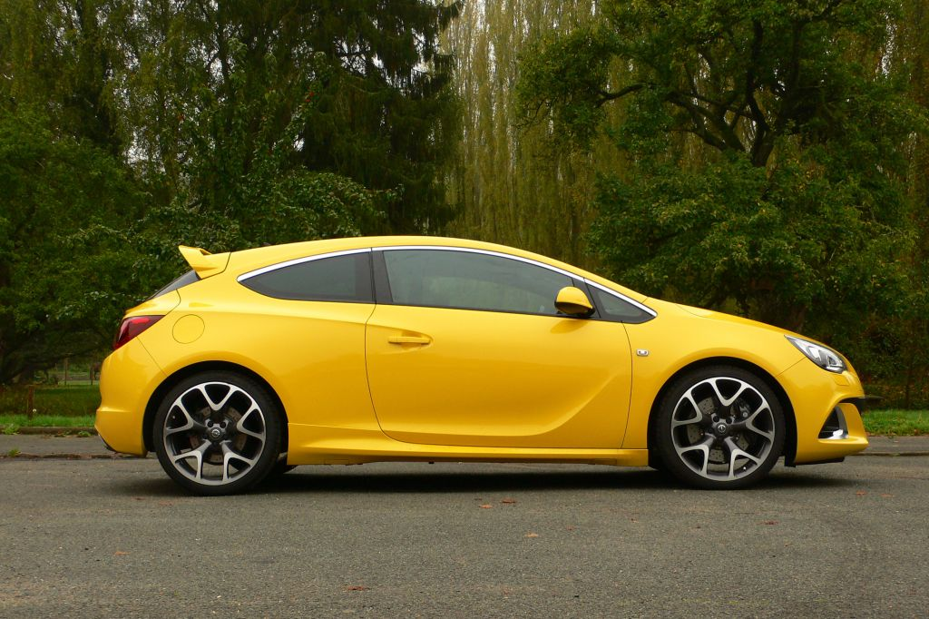Photo opel astra j gtc 2 0t 280 ch opc coup 2012 for Interieur astra h opc