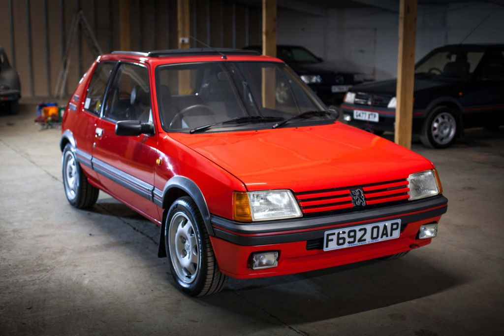 photo peugeot 205 gti 1 9 130 coup 1988 m diatheque. Black Bedroom Furniture Sets. Home Design Ideas