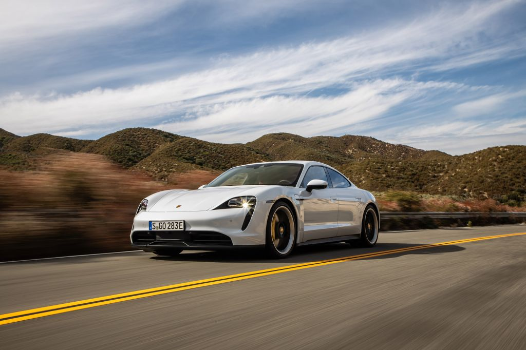 9e : Porsche Taycan 4S (batterie Performance Plus) : 464 km