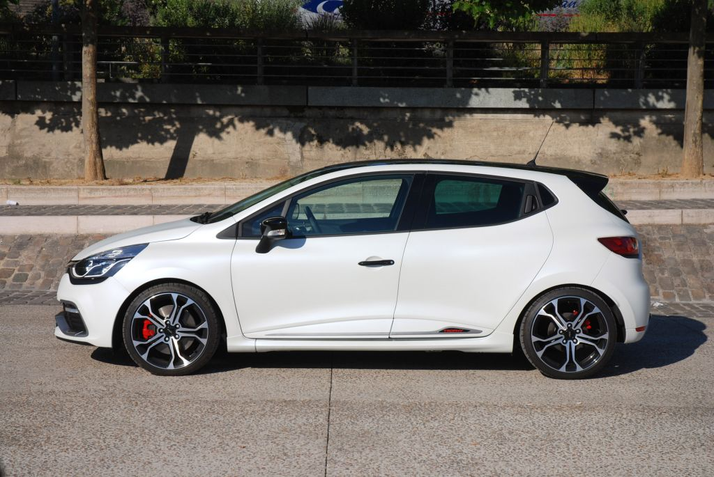 RENAULT CLIO (4) RS 220 EDC Trophy berline 2015