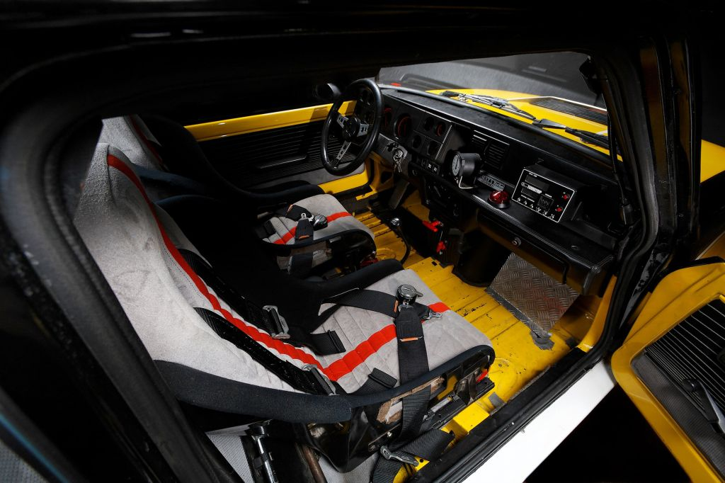 http://photo-voiture.motorlegend.com/high/renault-r5-turbo2-1-4-63704.jpg
