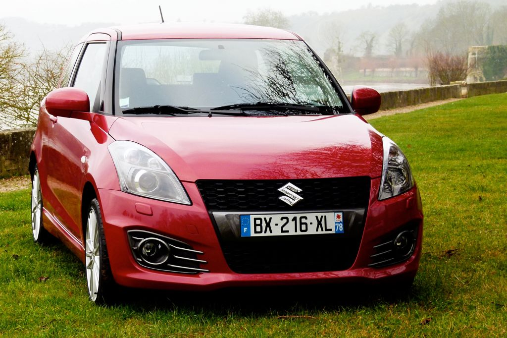 photo suzuki swift iii 1 6 vvt 136ch sport berline 2012 m diatheque. Black Bedroom Furniture Sets. Home Design Ideas