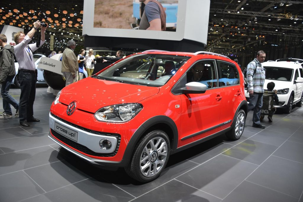 VOLKSWAGEN CROSS UP!  berline 2013