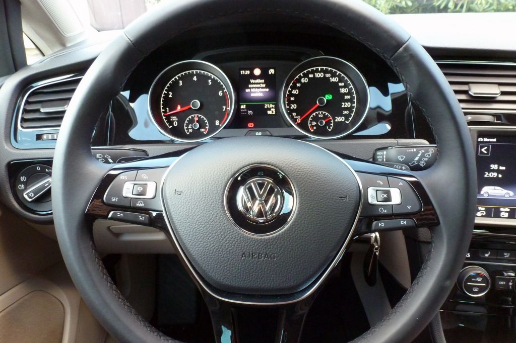 photo volkswagen golf vii 1 4 tsi 140 bluemotion berline 2012 m diatheque. Black Bedroom Furniture Sets. Home Design Ideas