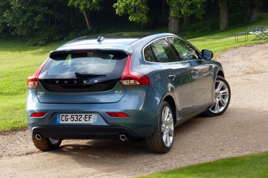 photo volvo v40 d4 177ch berline 2012 m diatheque. Black Bedroom Furniture Sets. Home Design Ideas