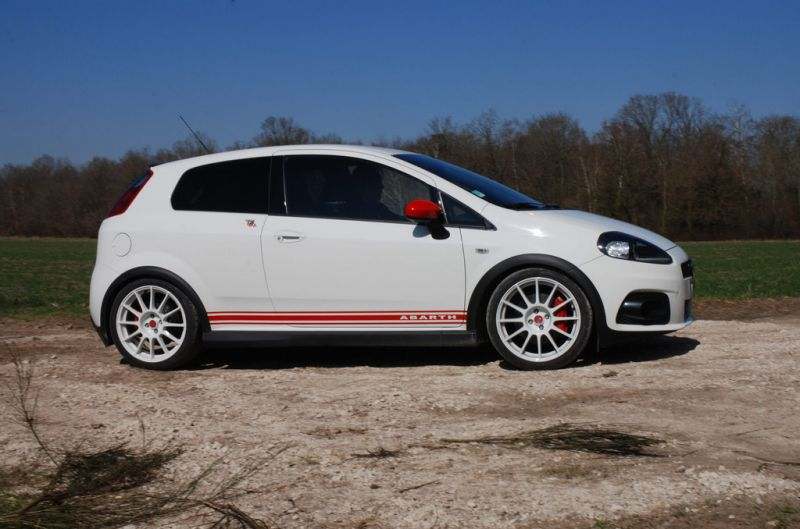 fiat punto supersport html with 55240 on Desenhos De Carros Para Pintar as well Citroen Ds3 Racing further Abarth Punto Evo Esseesse moreover 283 Fiat Punto 2015 Interior Wallpaper 2 furthermore Opel Corsa 1 3 Cdti Ecoflex.