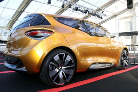 Photo RENAULT R-SPACE